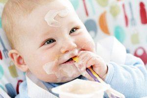 chọn sữa chua cho bé