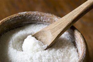Nêm muối vào đồ ăn dặm của trẻ
