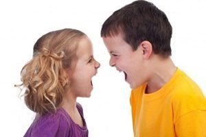 trẻ con cãi nhau
