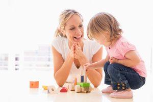 đồ chơi cho trẻ phát triển vận động
